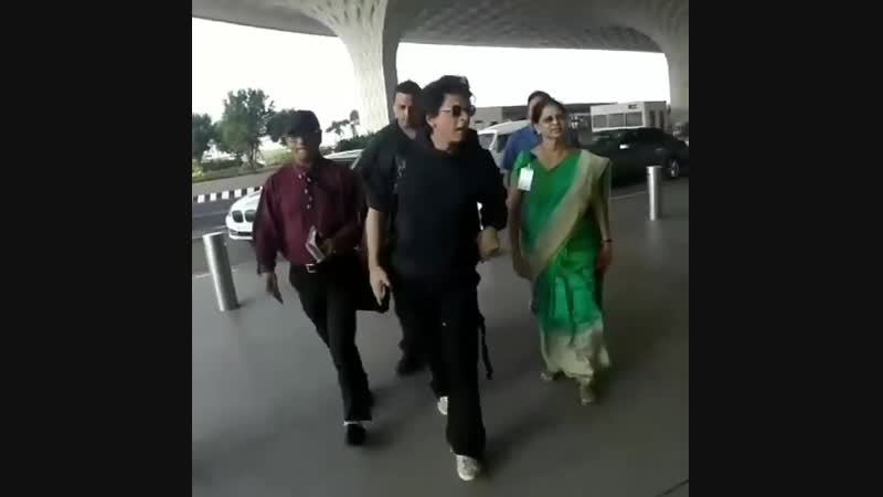 SRK At Mumbai Airport Leave For DUBAI For Zero Promotion