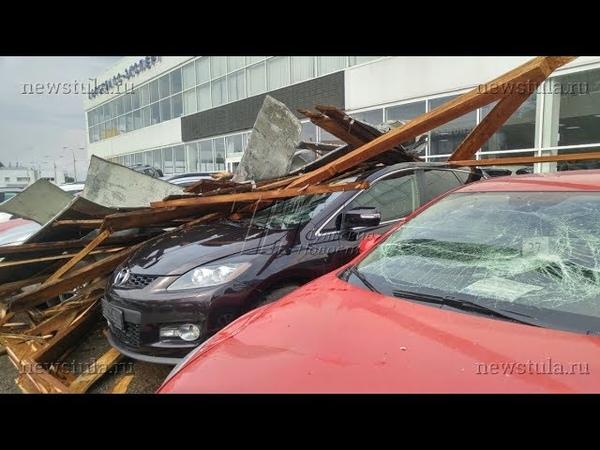 В Туле ветер обрушил крышу на 21 припаркованный автомобиль