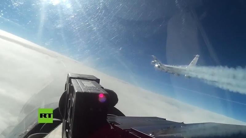 Un Su-27 intercepta un avión de reconocimiento de EE.UU. en la frontera rusa
