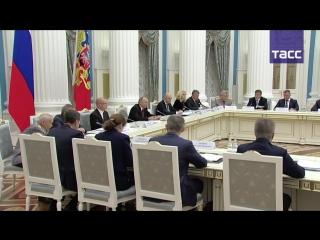 Владимир Путин на заседании Российского организационного комитета