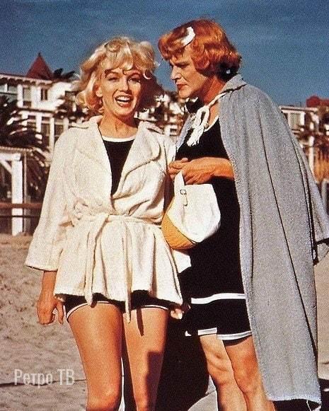 """Мэрилин Монро и Джек Леммон на съемках фильма """"В джазе только девушки"""", 1959 г."""