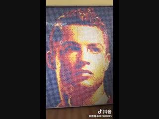 В Китае собрали портрет Роналду из Кубиков Рубрика