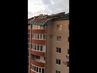 В Ейске от урагана пострадал многоквартирный дом_720p.mp4