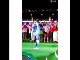 Димаш Кудайберген / Dimash набивает мяч playing football