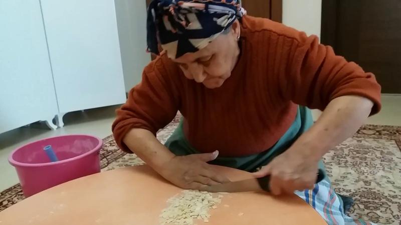 Küçük mantı nasıl kesilir Nasıl Yapılır Erişte kesme nasıl kesilir Dutmaç nasıl kesilir