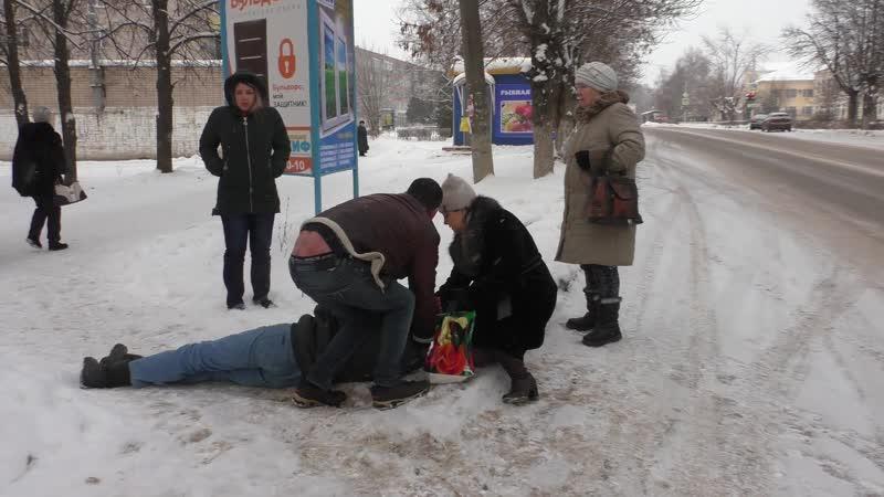 У мужчины посреди центральной улицы в Вичуге случился приступ эпилепсии