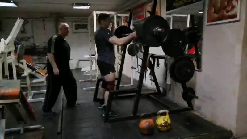 205 кг на пять раз третий подход