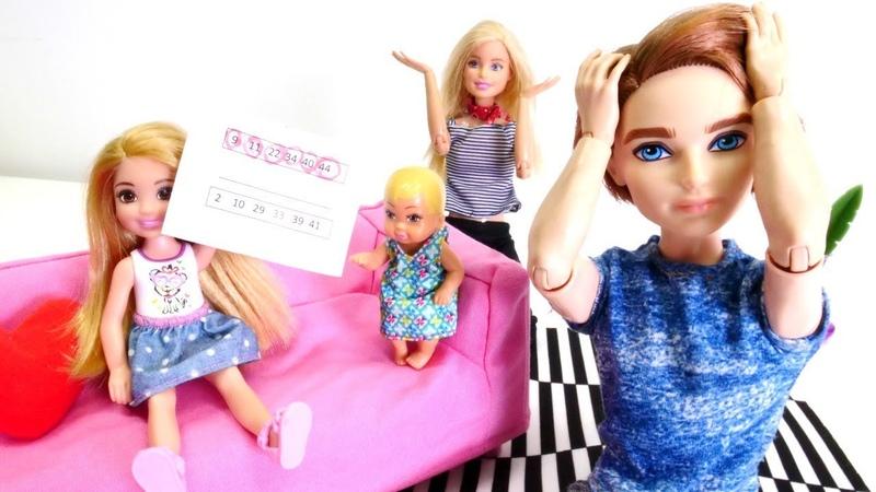 Barbie, Ken y Chelsea juegan a la lotería. Muñecas en español. Vídeos para niñas.