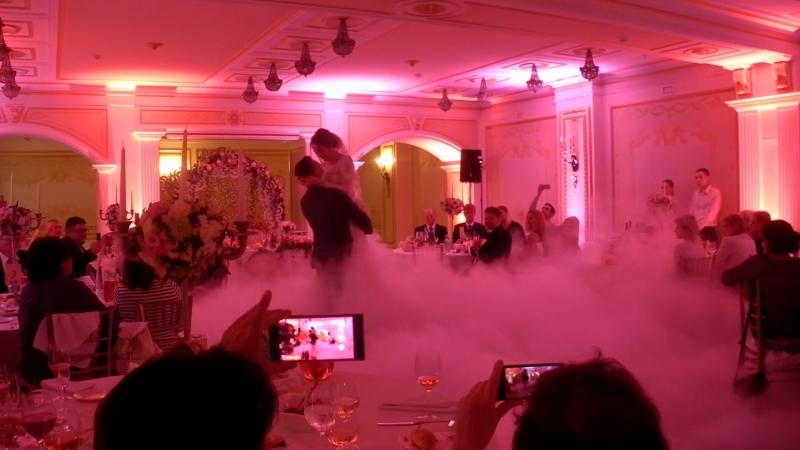 ТЯЖЕЛЫЙ ДЫМ ОДНА установка на свадебный танец. Все спец эффекты можно заказать у нас: 8 (921) 406-84-88