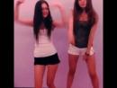 Красивые школьницы танцуют на вписке в коротких шортах крутят попой на камеру тверк