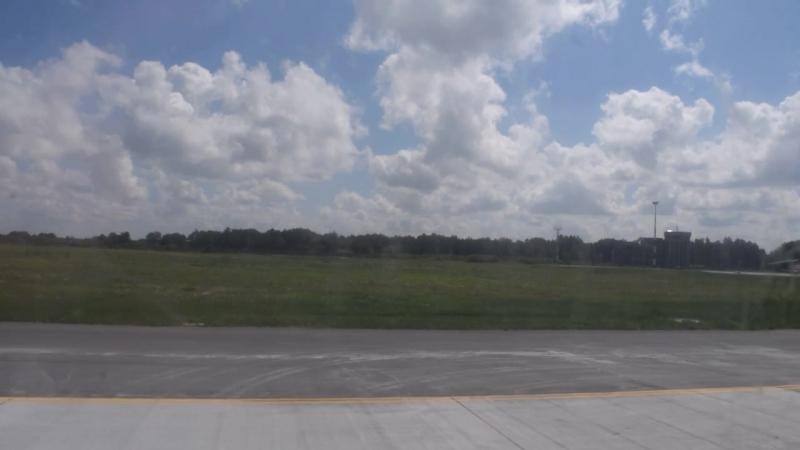 Посадка самолёта Белавиа Canadair CRJ-200 EW-303PJ