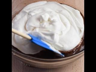 6 ингредиентов и 10 минут подготовки - это все, что нужно для этого простого шоколадного мусса. Это так легко и полностью аппети