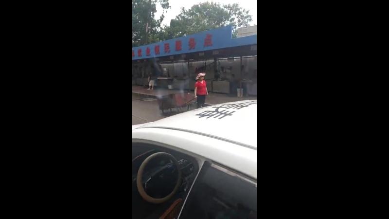 Китайская уборщица на ховерборде