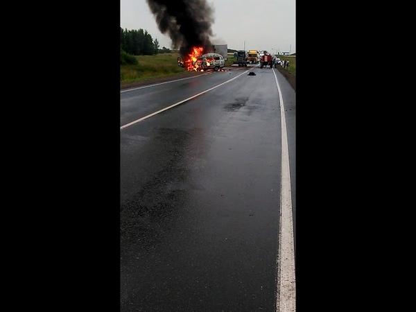 На трассе М-7 в Татарстане сгорел УАЗ