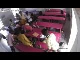 В Индии один из школьников решил показать приём из рестлинга на своём однокласснике и случайно убил его