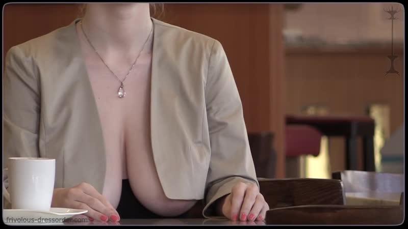 Секретарша коллега показала голую огромную грудь засвет большие сиськи соски в офисе на работе спалил разделась порно секс кафе