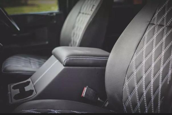 Тюнеры сделали Land Rover Defender, как у агента 007, и выставили его на продажу На eBay появился автомобиль, как в фильме «Спектр»На eBay выставили тюнинговый вариант внедорожника Land Rover