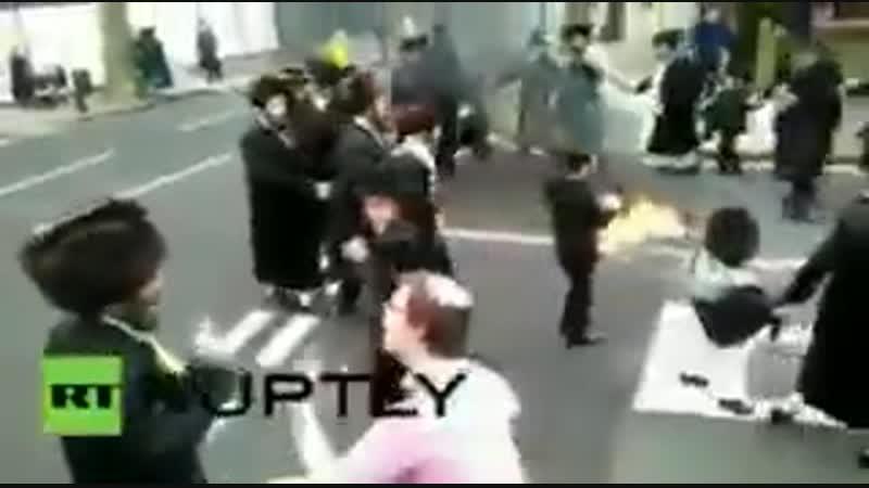 London Orthodox Jews burnt the Israeli flag on Purim httpst.co_AmIJziRpRo