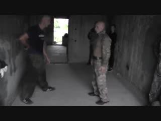 Защита , как атака (от ножа , пистолета)