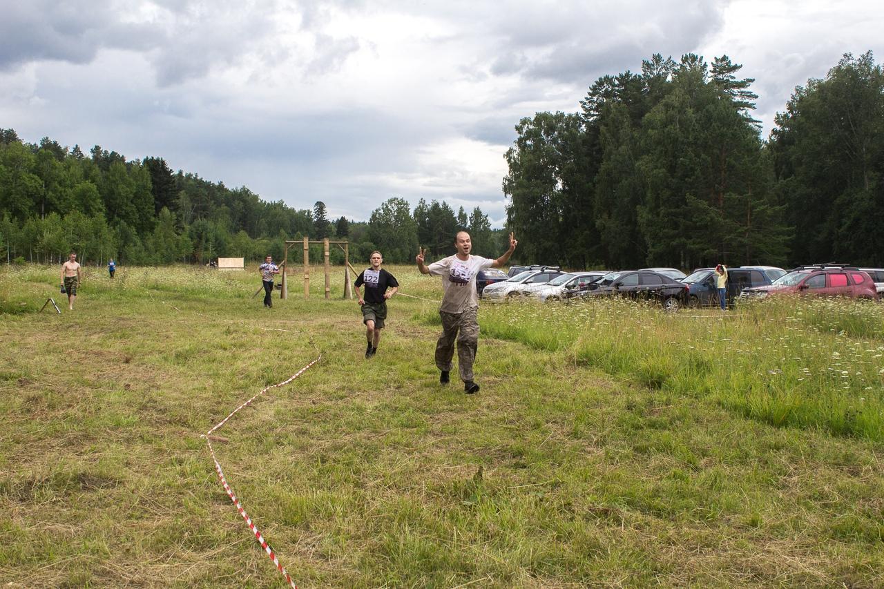 Команда добегает последние метры до финиша