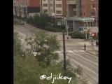 Молодые люди устроили потасовку прямо на проезжей части по ул.П.Алексеева в Якутске. 19.08.18г