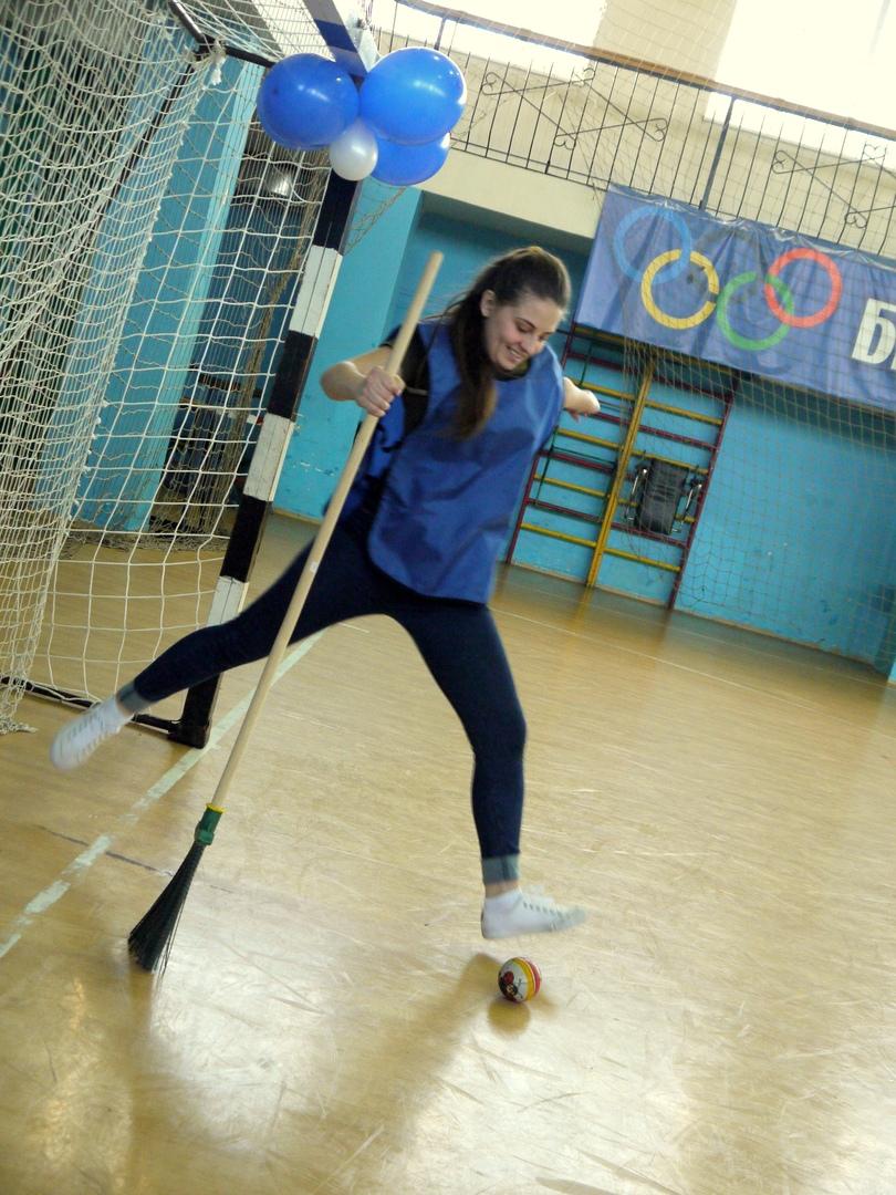 В Белове проходили студенческие соревнования по брумболу