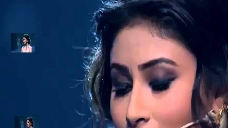 Mouni Roy Singing Teri Galliyan.
