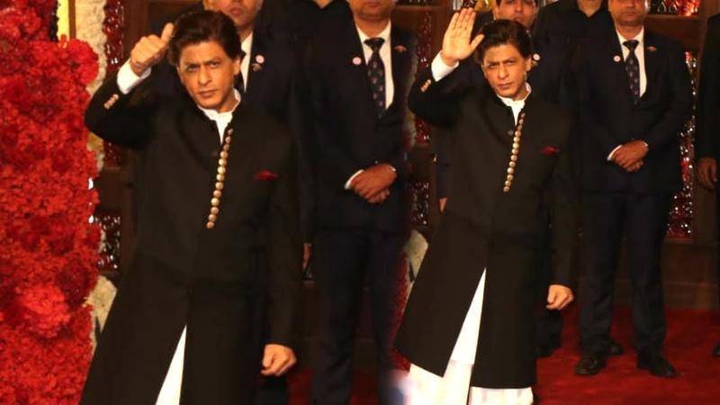 LIVE Updates: Shahrukh Khan GRAND Entry At Isha Ambani Anand Piramal's Wedding