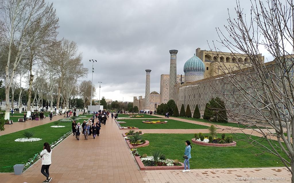 Аллеи около Регистана, Узбекистан, Самарканд 2019
