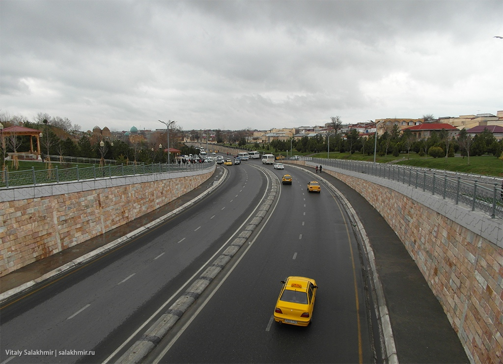 Вид в сторону мемориального комплекса, Самарканд 2019