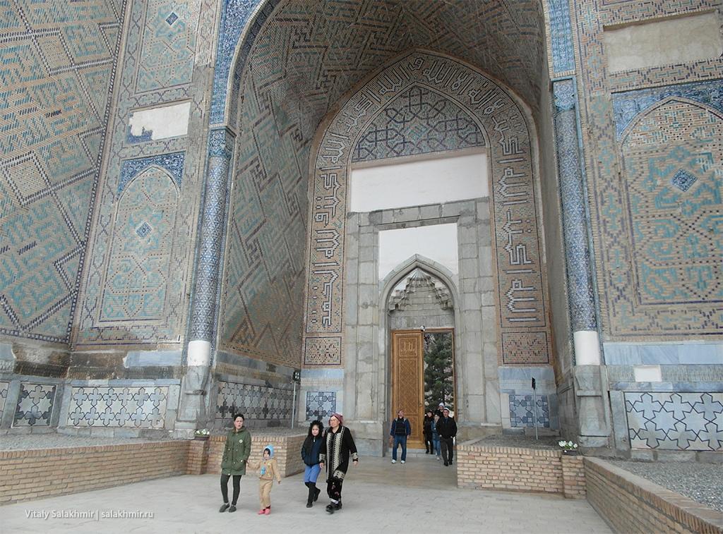 Детали мечеть Биби-Ханум в Самарканде, Узбекистан 2019