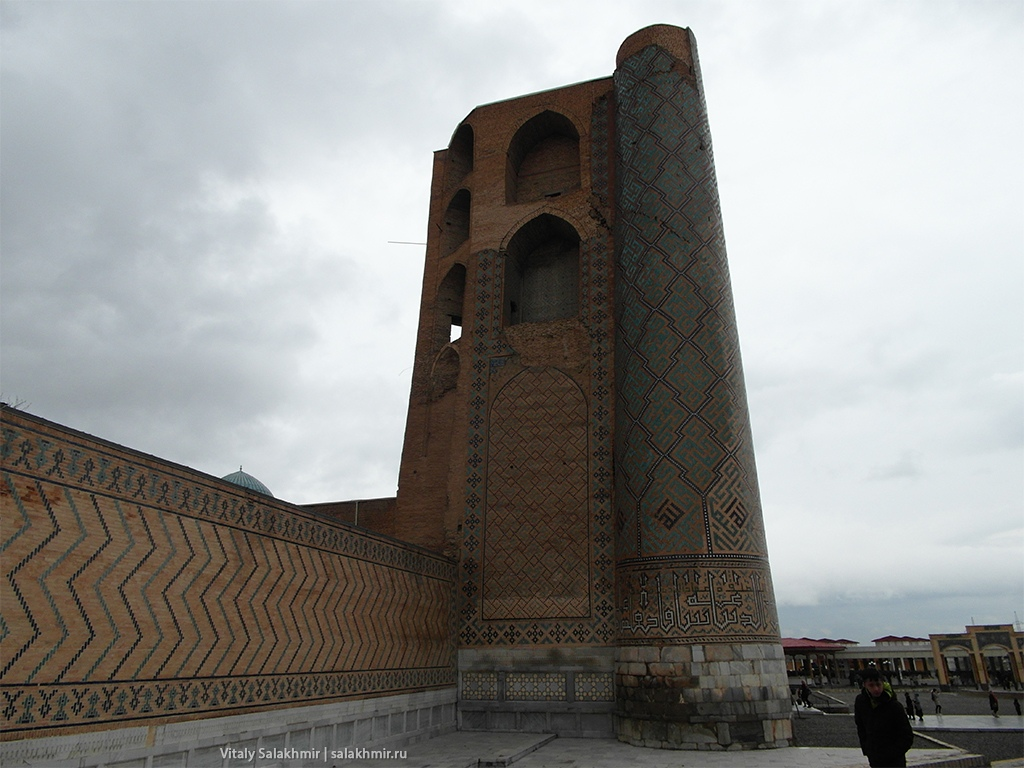 Мечеть Биби-Ханум сбоку, Самарканд 2019
