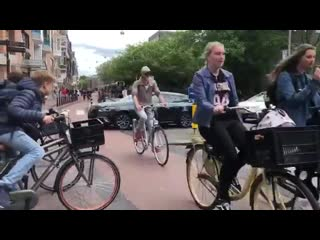 One minute of amsterdam traffic