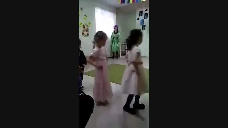 Воспитатель Жжёт ! Утренник в детском садике ! Танец воспитателя и детей ! - YouTube