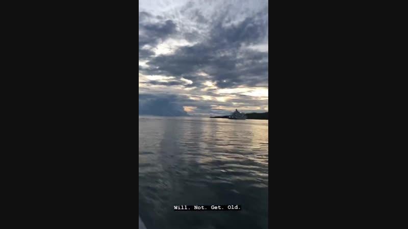 Инстаграм «Stories» Люси Хейл Остин вместе с кастом фильма «Остров фантазий» на острове Фиджи 21 января 2019 года