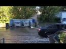 Кипятком затопило двор из-за прорыва теплотрассы в Нижнем Новгороде