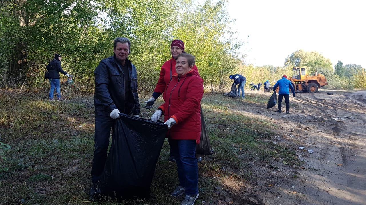 Более 1000 человек участвуют в массовой уборке города — Изображение 1