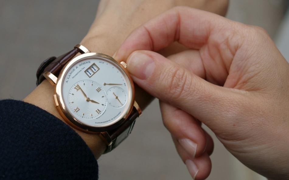 Часы — изобретение давнее и крайне полезное.
