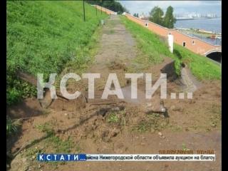 Ситуация со смытой набережной и городским потопом стала причиной экстренного брифинга главы города