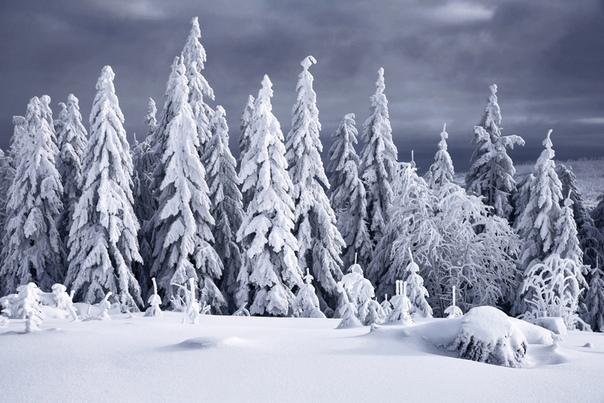 Зимняя сказка Килиан Шоенбергер (ilian Schoenberger) профессиональный фотограф и географ из Германии. Снимает в разных жанрах, особенно известен красочными пейзажными фотографиями, хотя страдает
