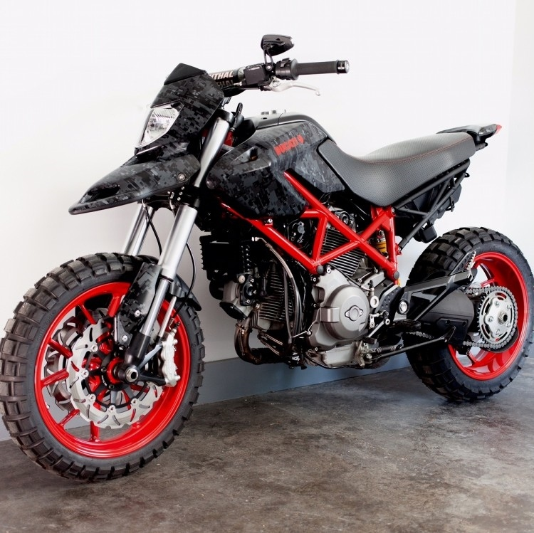 Джесси Спэйд: кастом Ducati Hypermotard 796 Urban Assault