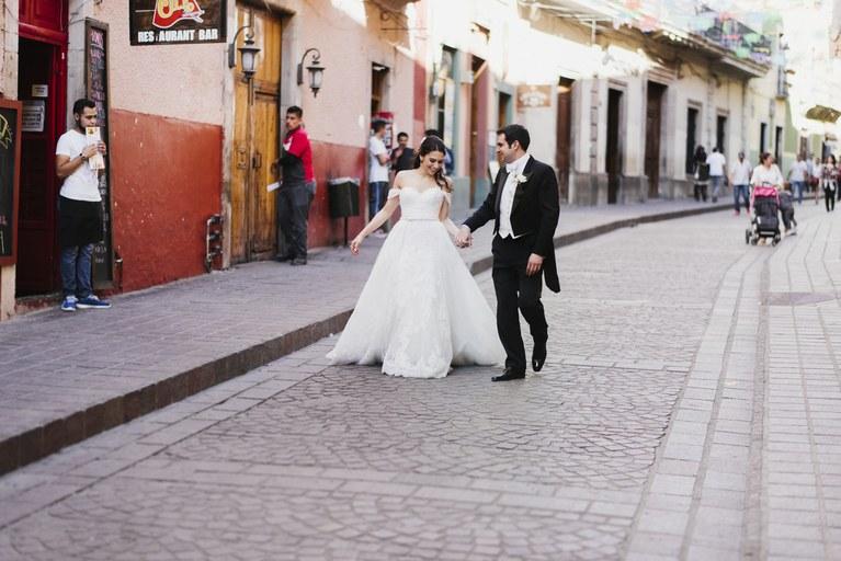 ejeYj3FWskg - Быть гостем на свадьбе: как подготовиться к поздравлениям?