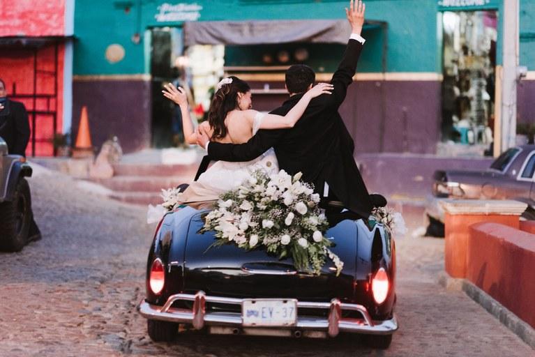 zcIG APfv8A - Быть гостем на свадьбе: как подготовиться к поздравлениям?