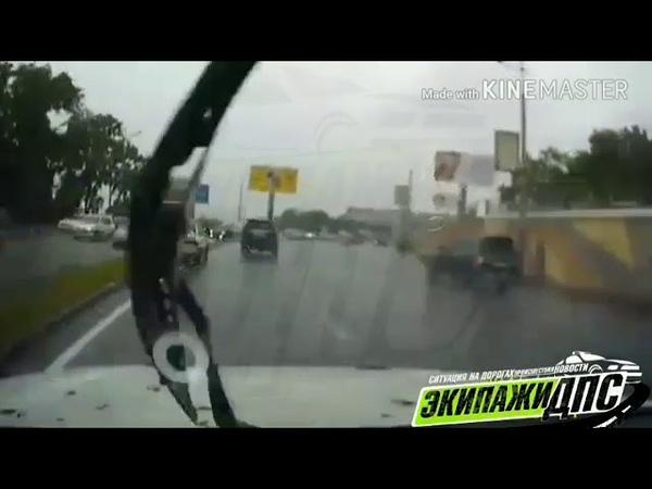 Машина вылетела на встречную полосу движения во Владивостоке