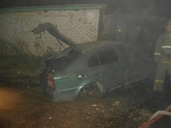В Курске в гараже сгорели две иномарки