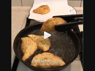 Мини чебуреки (ингредиенты указаны в описании видео)
