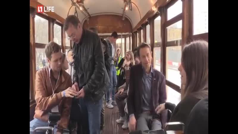 Дядечка в трамвае