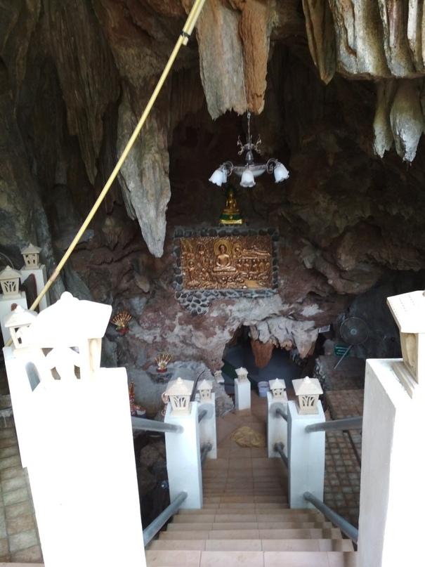 Лестница вниз Wat Tum Pha Pian (Wat Tham Pakpiang)