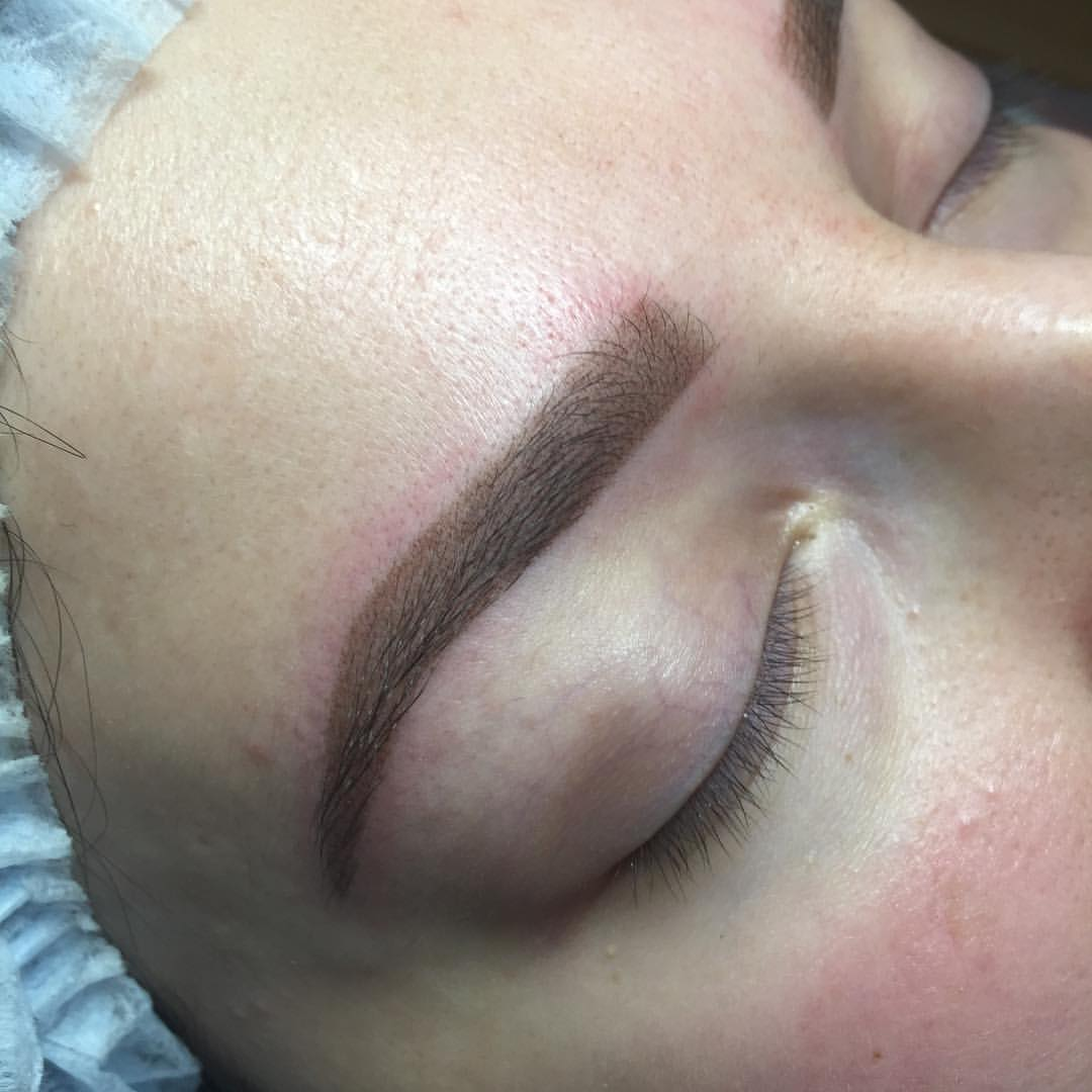 Мастер Рена Керимова перманентный макияж, татуаж бровей и губ. пудровое/теневое напыление бровей микроблейдинг бровей волоски перманентный макияж губ.