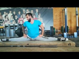Антощенко, шпагат в спортзале нгау